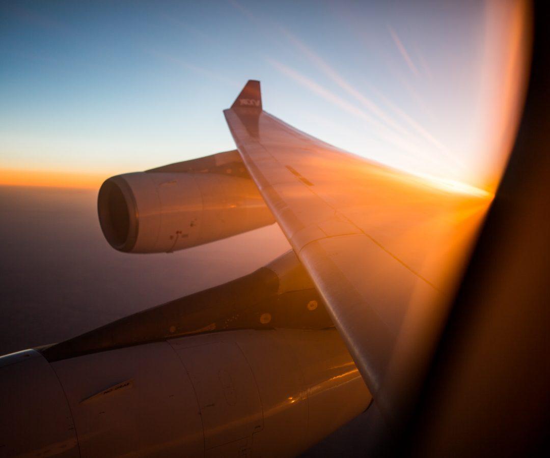 embarquez avion coucher de soleil